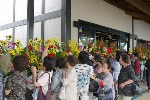 開店祝いのお花の持ち帰りの写真