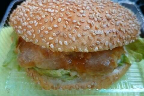 フィールライズ植田店のチキン南蛮バーガーの写真