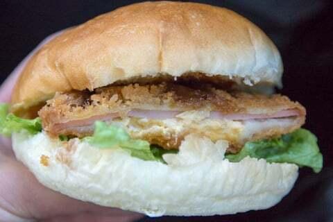 手作りハンバーガーの写真