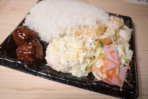 惣菜バイキングのお弁当の写真