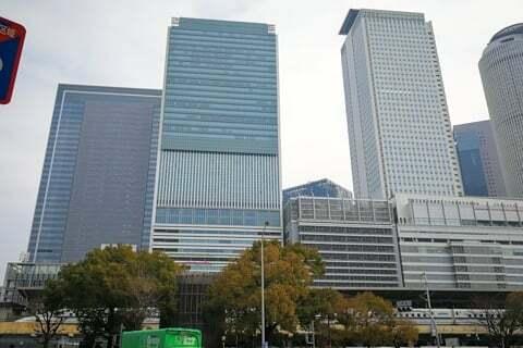 名古屋駅周辺のビル群の写真