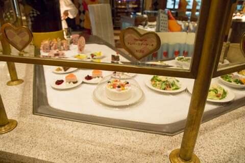 東京ディズニーランドのバースデーケーキの写真