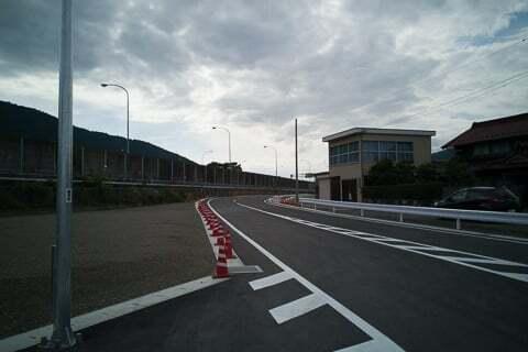 スマートICの連絡道路の写真