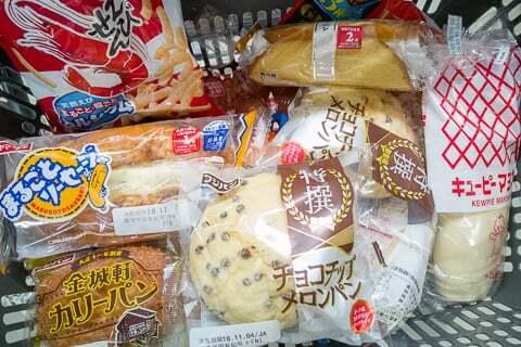 パンの特売などの写真