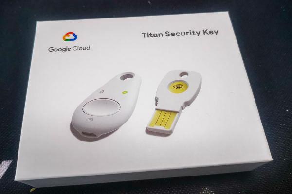 Titan セキュリティ キーの写真