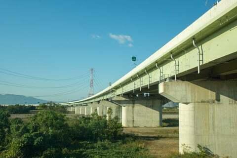 揖斐川と東海環状自動車道の写真