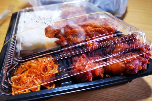 唐揚げ弁当の写真