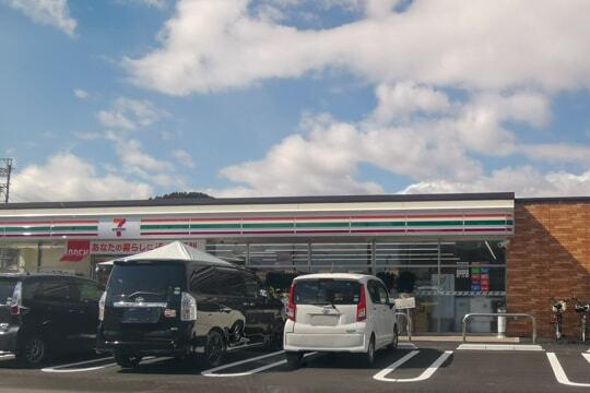 セブンイレブン山県市高富店の写真