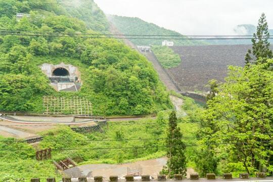 九頭竜川ダムと川合トンネルの写真