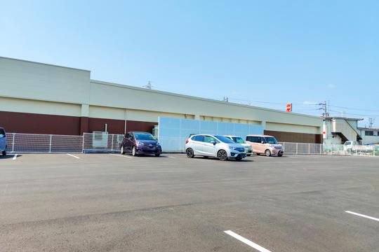 ゲンキーの駐車場の写真